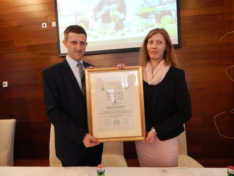 Halal-certifikat je u ime Lifeclass Termi Sveti-Martin preuzela direktorica hotelskih operacija, Jelena Berečić